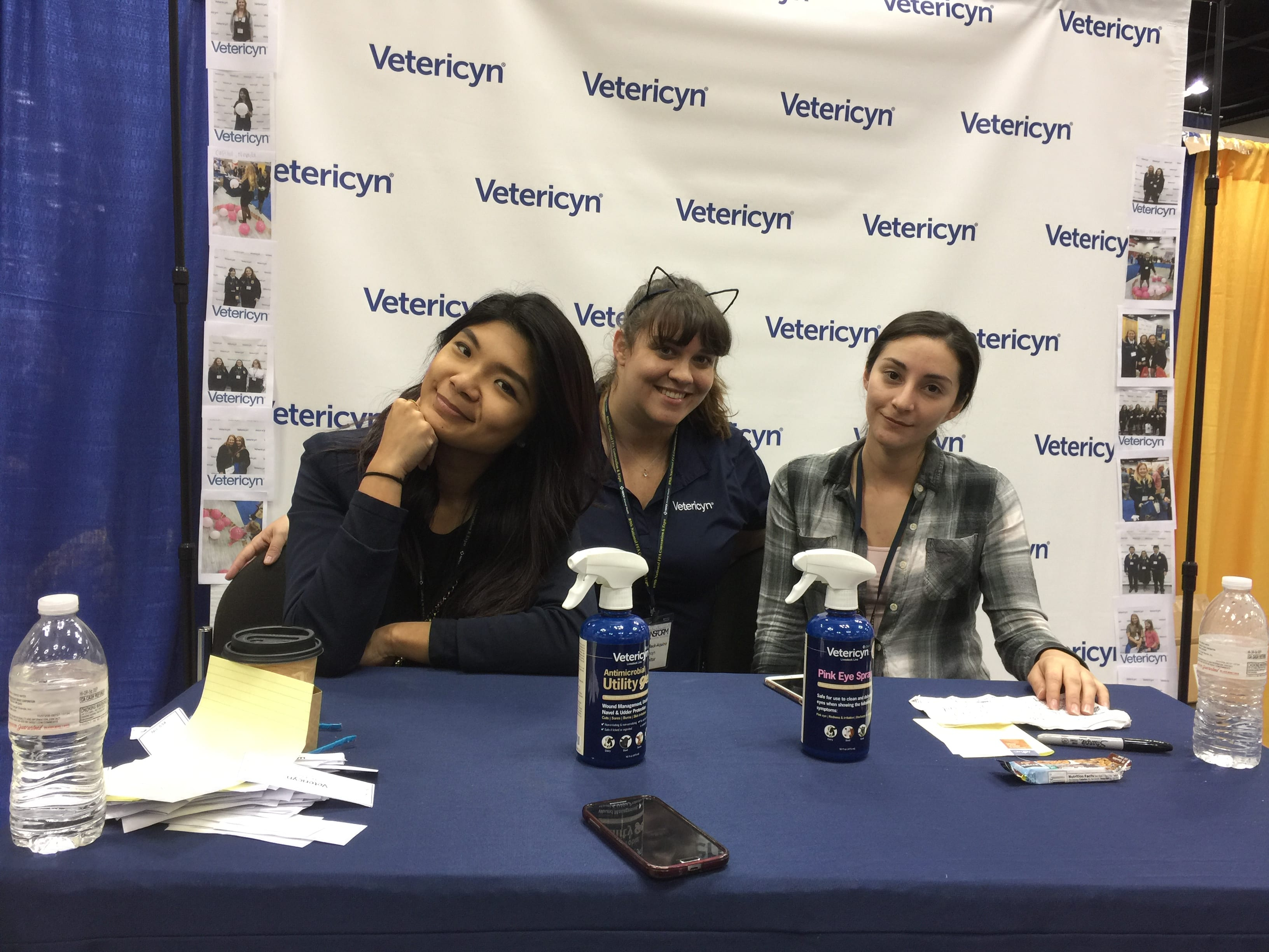 Vetericyn team sharing advisor kits, scholarship info, the new FoamCare pet and equine shampoo.